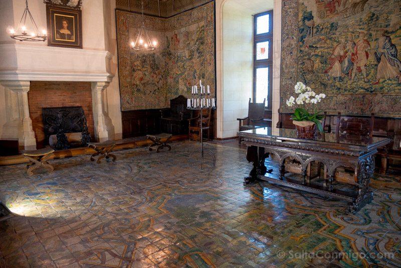 El suelo de cerámica de la sala del consejo