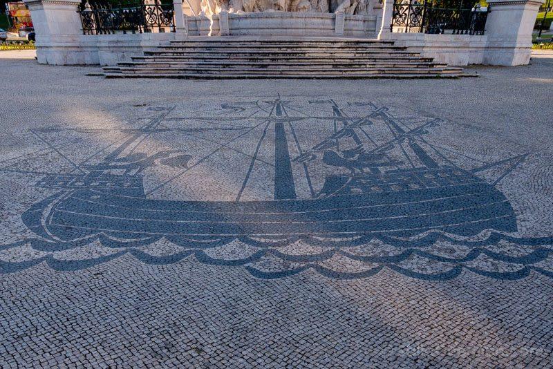Que Hacer Ver En Lisboa Barca Cuervos