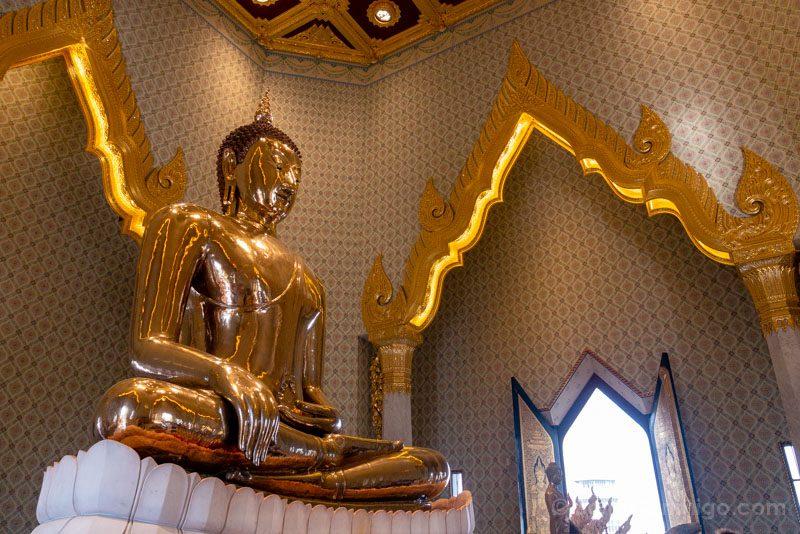 Templos de Bangkok Wat Traimit Buda Dorado Lateral