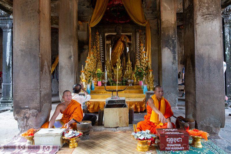 Que Ver En Angkor Wat Monjes