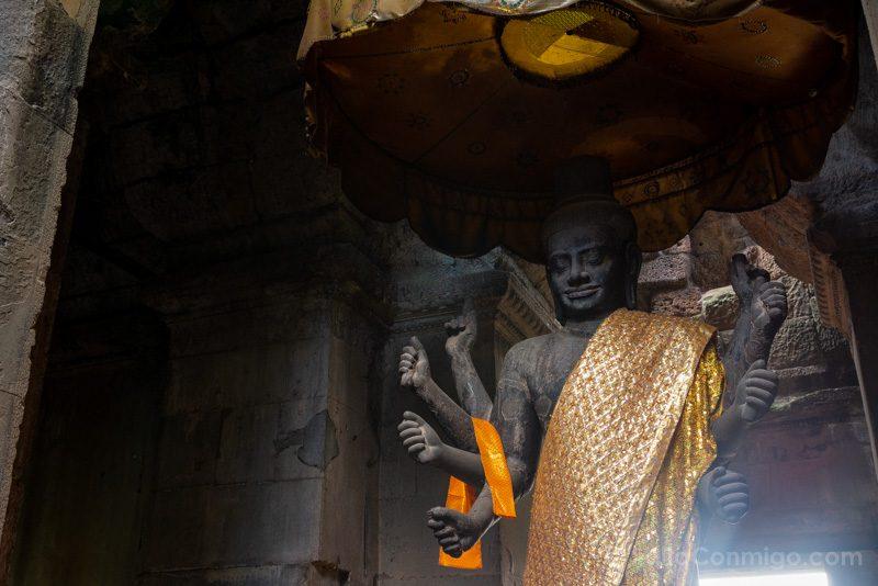 Que Ver En Angkor Wat Muro Estatua Visnu