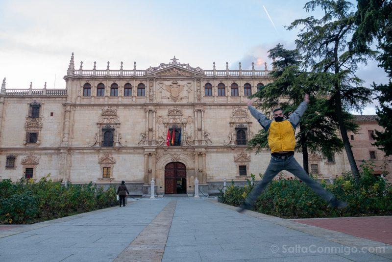 Universidad Alcala de Henares Fachada Salto