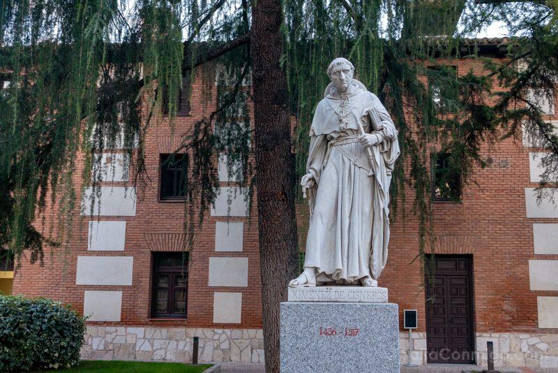 Universidad Alcala de Henares Patio Filosofos Cisneros