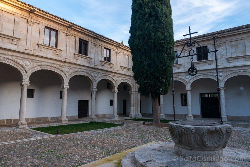 Universidad Alcala de Henares Patio Trilingue