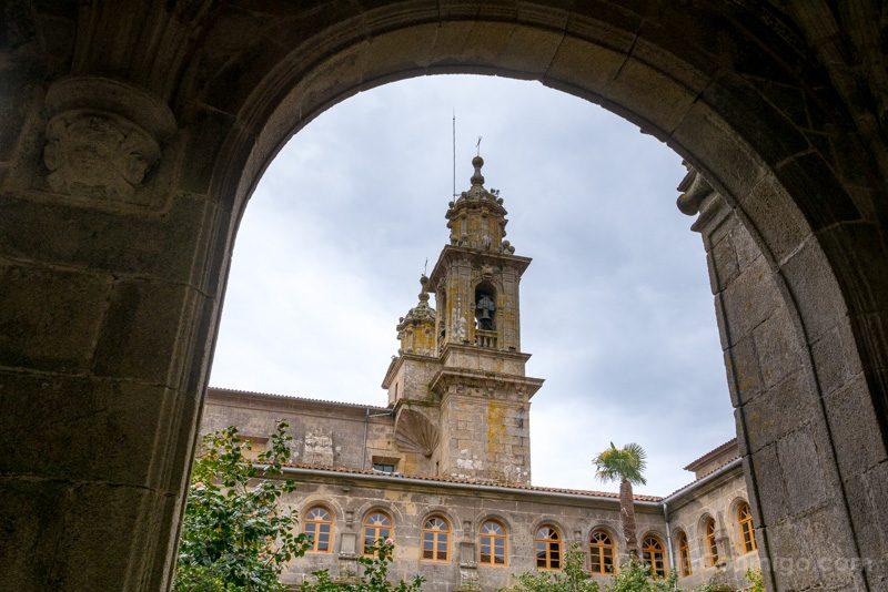 Monasterio San Juan Poio Claustro Procesional Torres