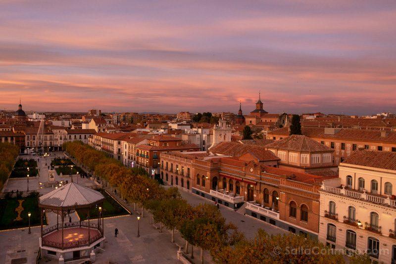 Que Ver En Alcala Plaza Cervantes Atardecer