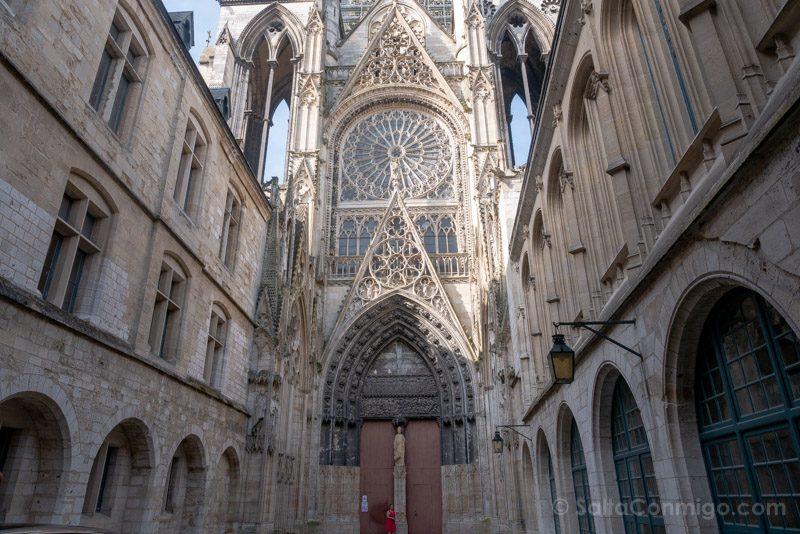 Que Visitar En Rouen Catedral Puerta Libreros