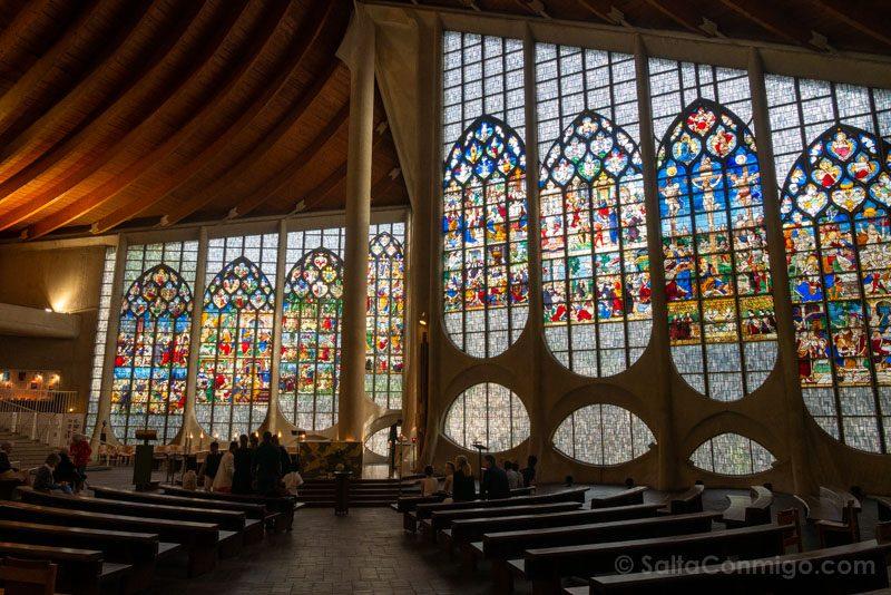 Que Ver En Rouen Iglesia Juana de Arco Interior Vidrieras