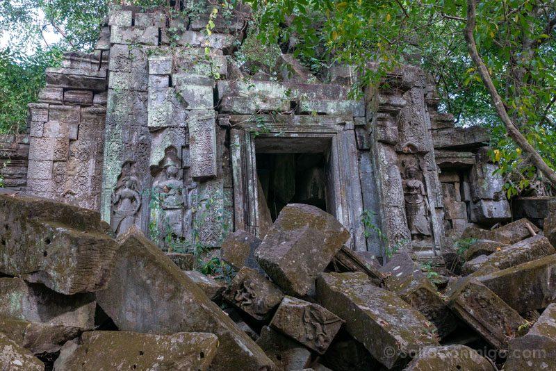 Templos Camboya Beng Mealea Puerta Rocas