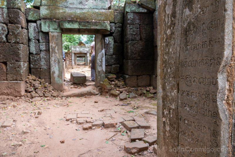 Templos Camboya Koh Ker Escritura