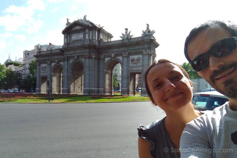 Viajar por España Selfie Puerta de Alcala Madrid