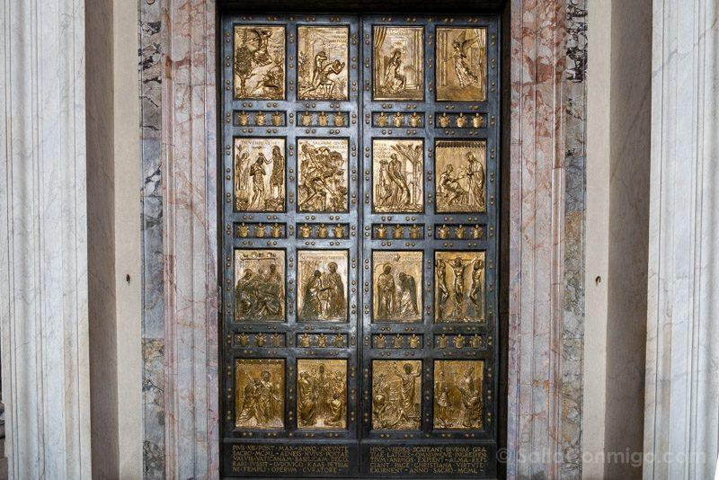Basilica San Pedro Roma Puerta Santa
