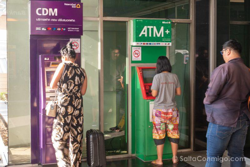 Dinero en Tailandia Cajero Automatico