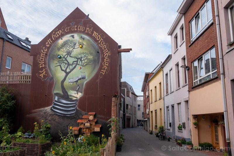 Murales de Malinas Jurgen Gielen If you plant a garden