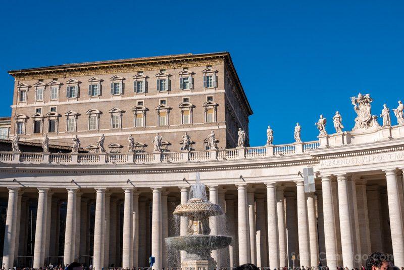Plaza San Pedro Roma Columnata Estatuas