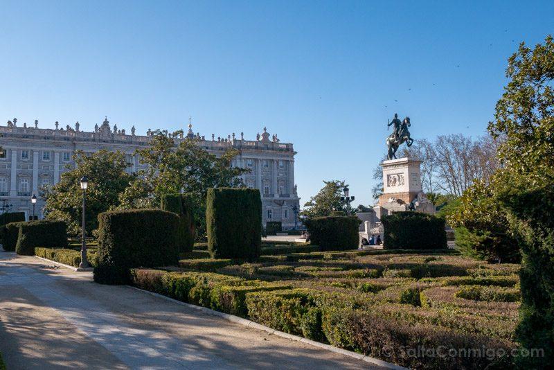 Que Ver en Madrid de los Austrias Plaza Oriente