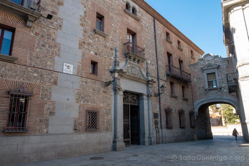 Que Ver en Madrid de los Austrias Plaza Villa Arco