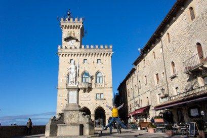 Que Ver en San Marino Piazza Liberta Palazzo Pubblico Goberno Salto
