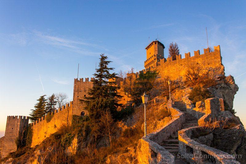 Que Ver en San Marino Primera Torre Atardecer