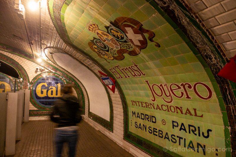 Estacion Fantasma Chamberi Anden Anuncio Sara