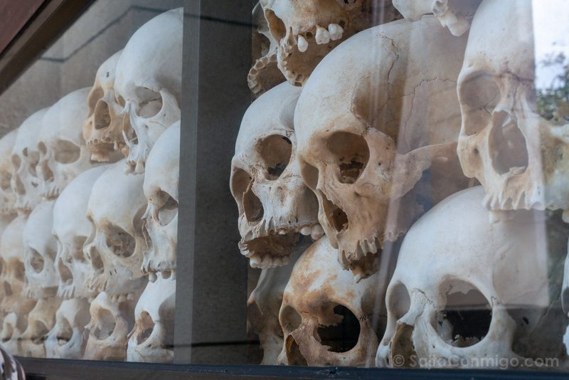 Genocidio Camboyano Killing Fields Memorial Choeung Ek Calaveras