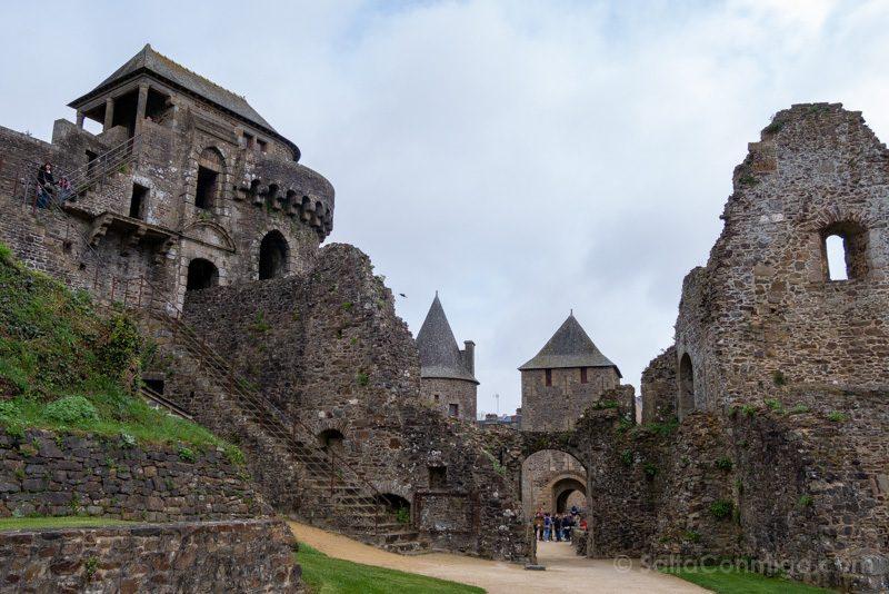 Castillo de Fougeres Patio Armas Barbacana