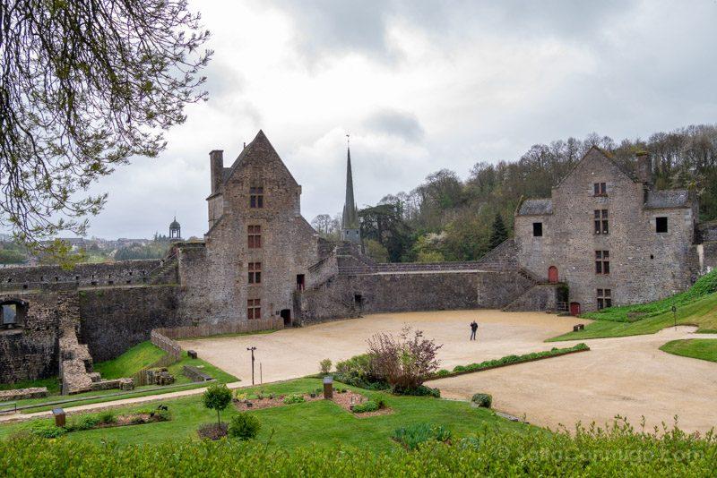 Castillo de Fougeres Patio Armas Torre Surienne Raoul