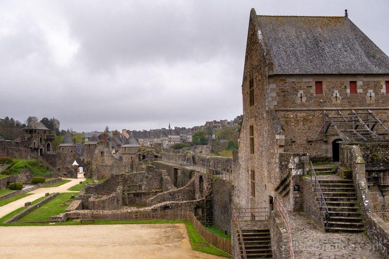 Castillo de Fougeres Patio Armas