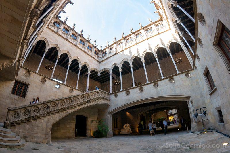 Que Ver en Barrio Gotico Palau Generalitat Catalunya Patio