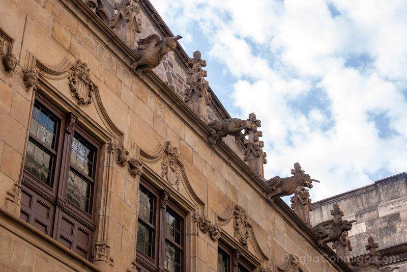 Ayuntamiento Barcelona Casa Ciutat Patio Gargolas