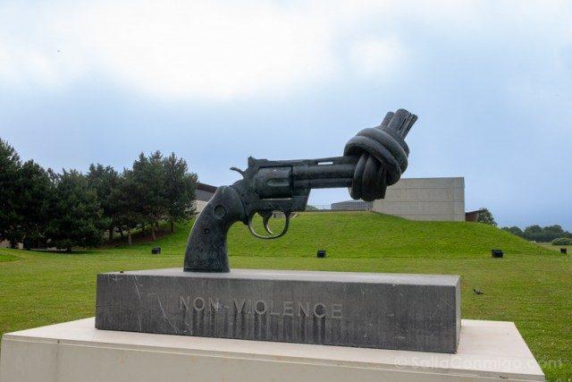 Memorial de Caen The Knotted Gun