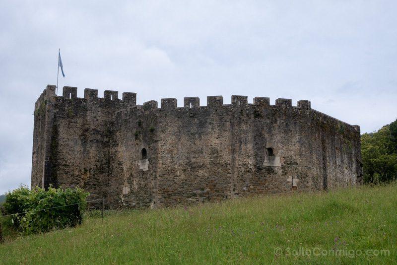 Castillo de Moeche Exterior