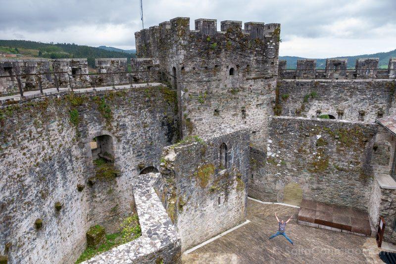 Castillo de Moeche Patio Armas Salto
