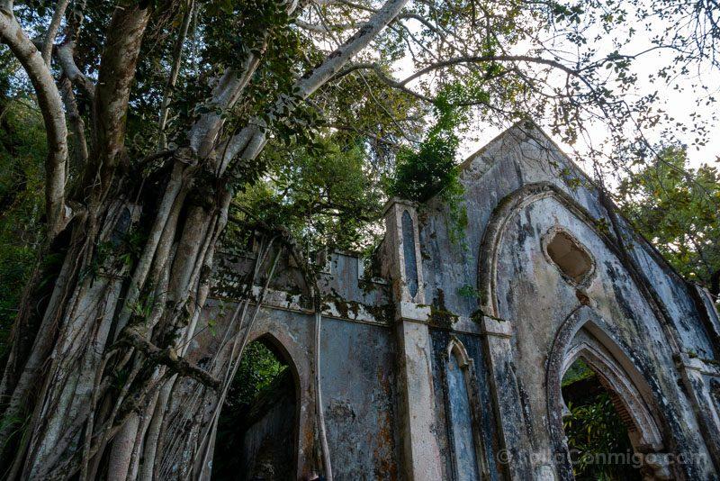Palacio de Monserrate Jardin Ruinas