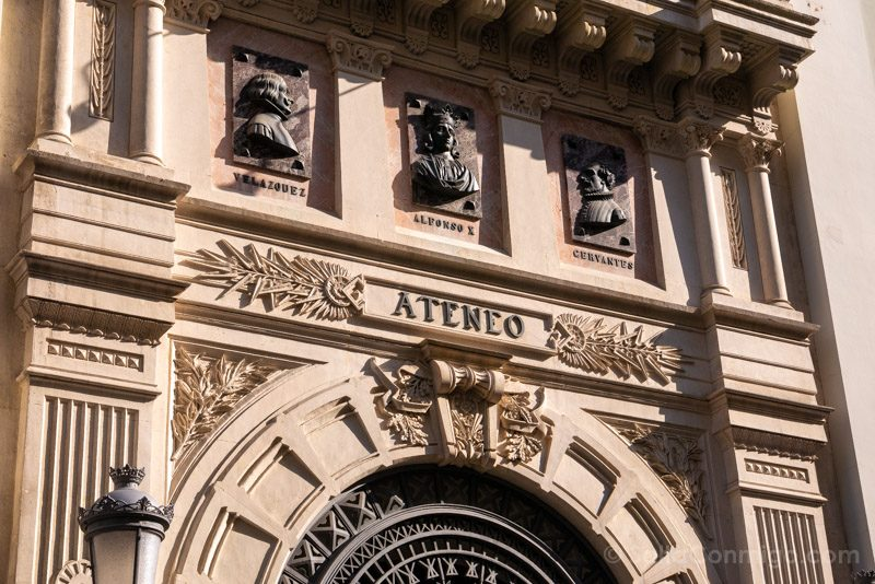 Que Ver En El Barrio De Las Letras Madrid Ateneo Fachada Detalle