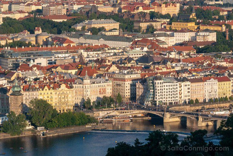 Miradores de Praga Torre Petrin Casa Danzante
